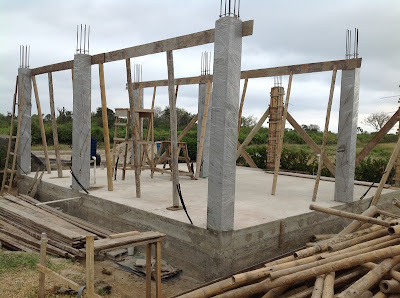 Pouring the concrete columns- Retiring in Ecuador blogspot.com