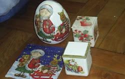 Huevo o cajita con servilletas.Anillos para decorar las servilletas de Hall Owen
