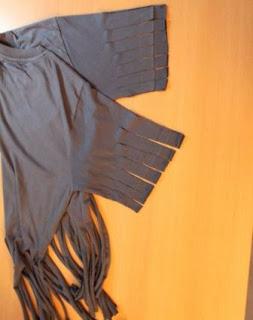 tali rumbai diregang jadi lebih panjang, sempit dan melengkung