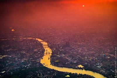 Vẻ đẹp London về đêm từ độ cao gần 2.000 m