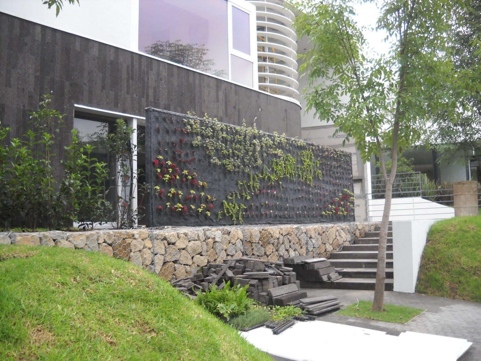 Jardines verticales monterrey muro curvo doble vista for Jardines verticales mexico