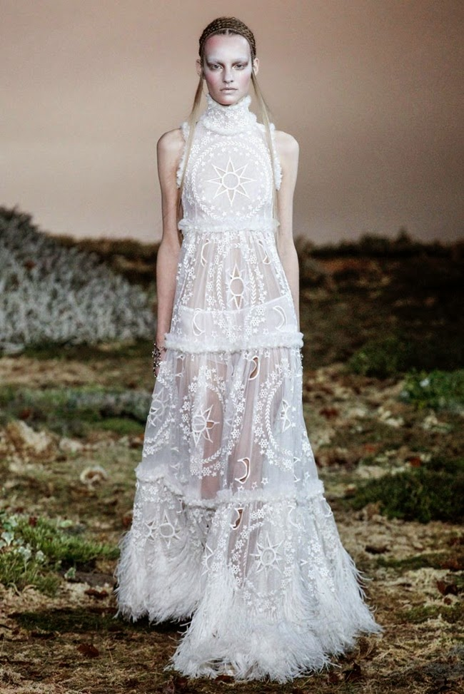 Alexander McQueen 2014 AW Victorian Fancy White Dress Runway