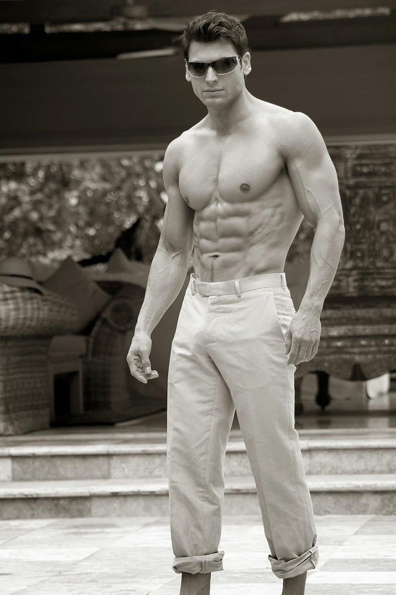 http://over40men.tumblr.com/post/67809245948/t-j-hoban-still-looking-hot-at-41