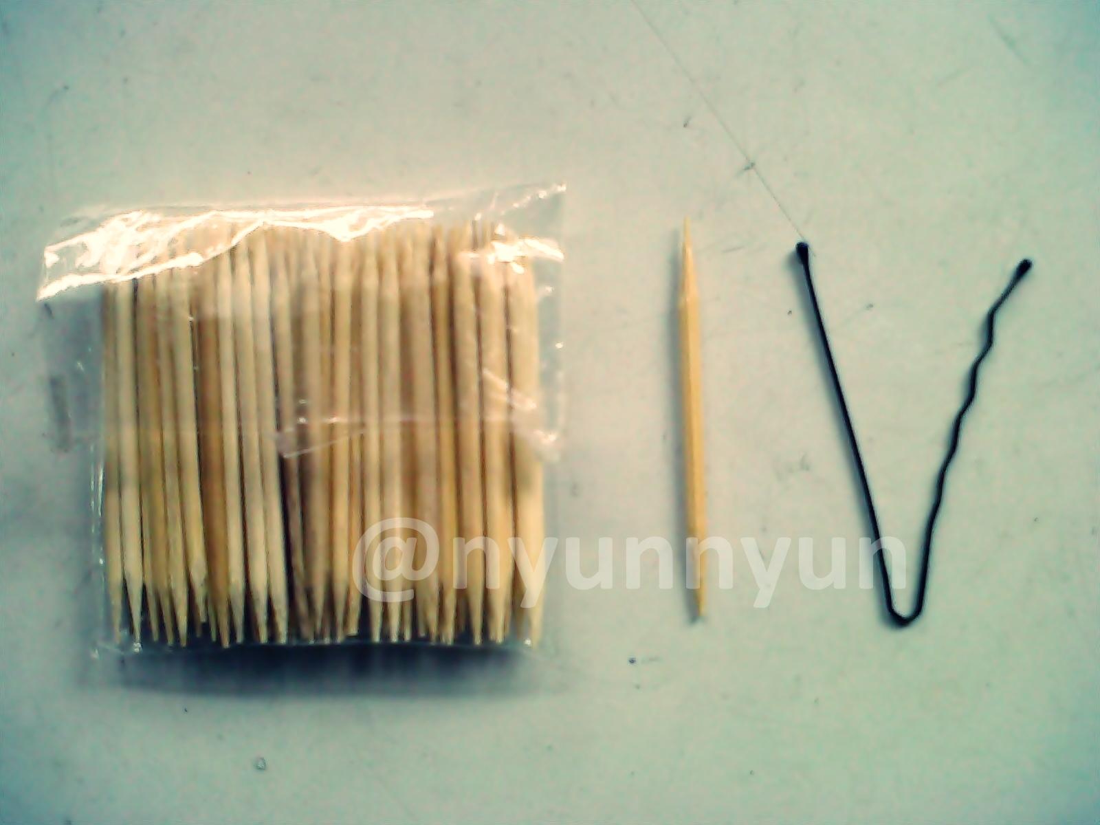 my nail art tools: tusuk gigi+jepit rambut