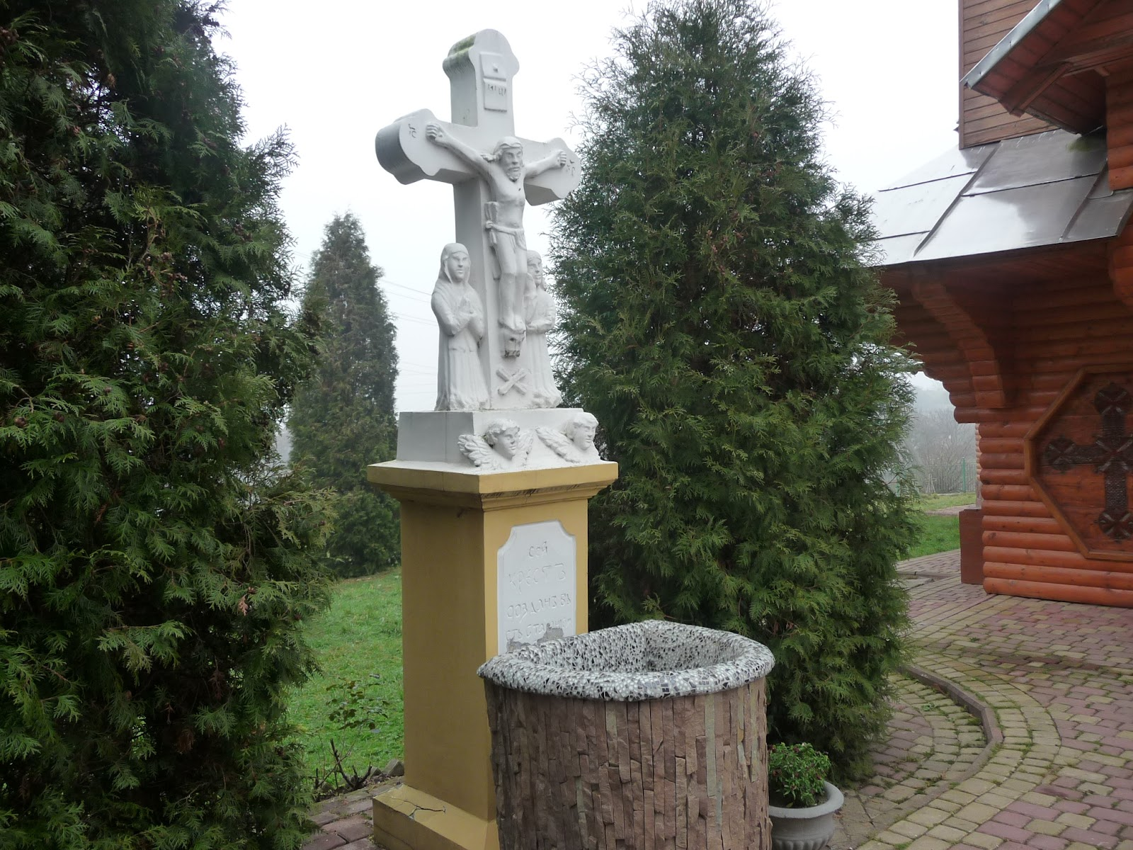 Грушів. Територія церкви Собору Пресвятої Богородиці
