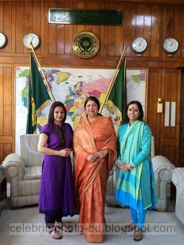 Most+Popular+Female+Bangladeshi+News+Presenter+Farhana+Nisho's+New+Hot+Photos+Collection001
