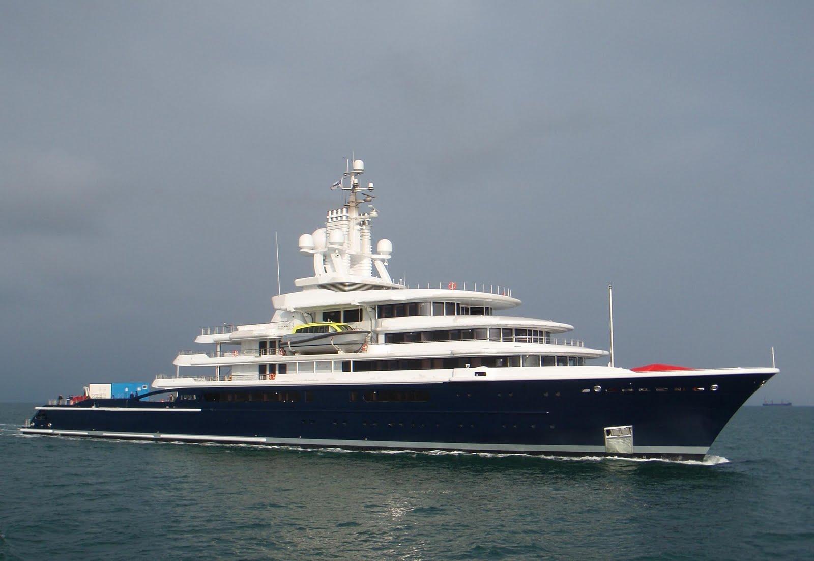 DCGoldCA Roman Abramovichs Luna Yacht