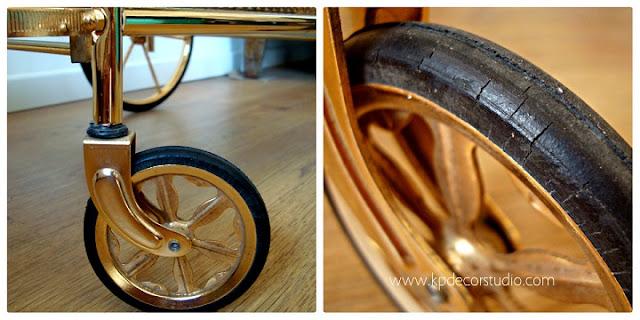 Camareras doradas con ruedas