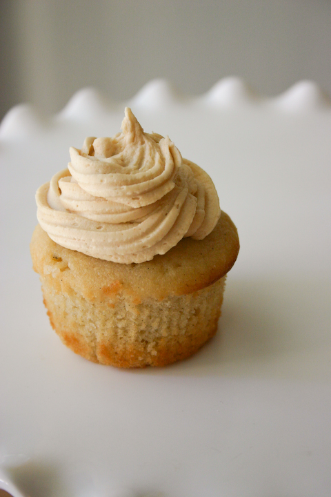 vanilla cupcakes with peanut butter frosting