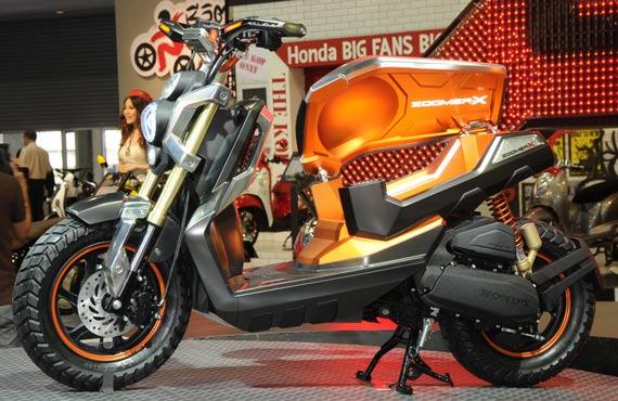 Honda New Zoomer-X baru-baru ini di pamerkan di Jakarta Motorcycle  title=