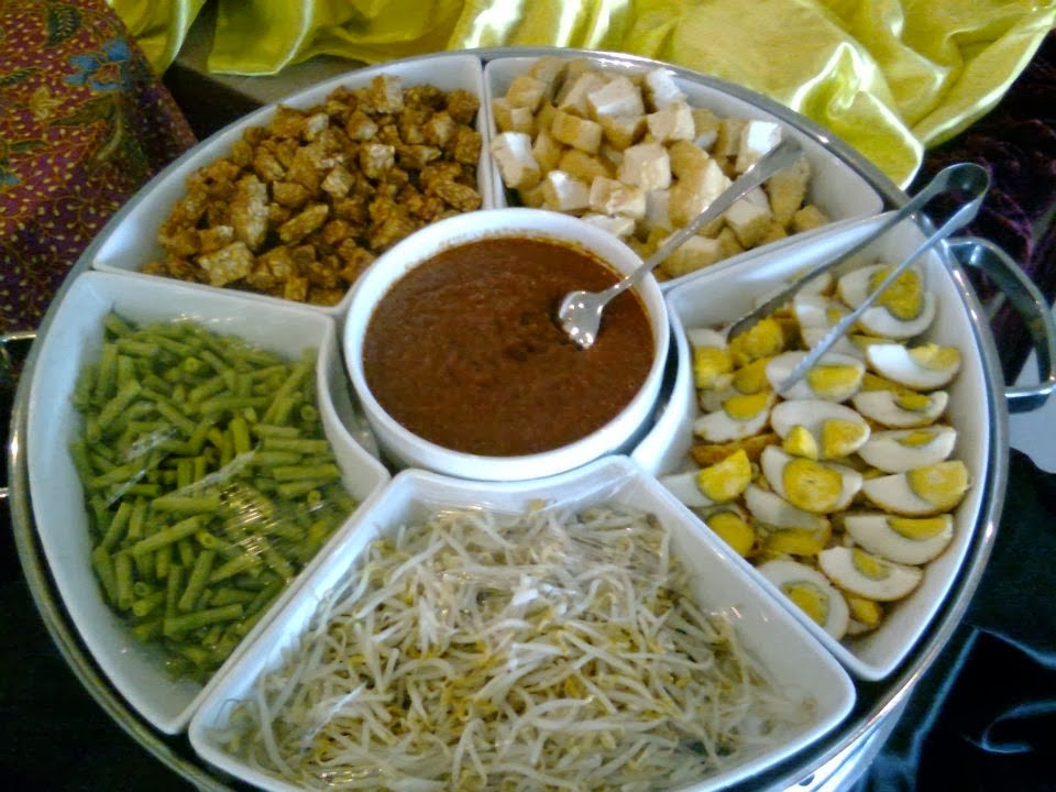 condiments egg beans taugeh