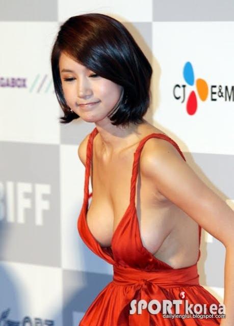 nude girl playing sex toy panda