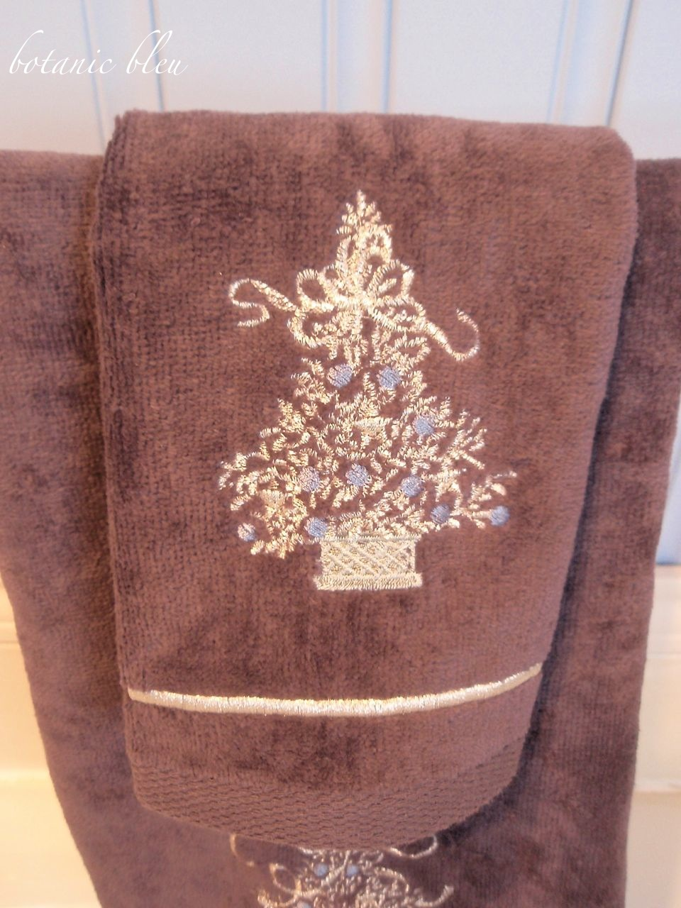 Botanic Bleu Stars Trees Angels in the Christmas Master Bath  Kingsley Alpine Christmas Bathroom Towel. Rustic Bathroom Lighting Ideas