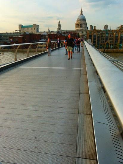 Millennium Bridge, pedestrian, London, wobbly