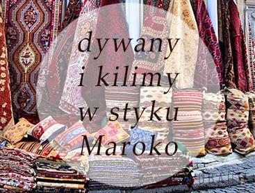 marokańskie dywany wiszące na straganie
