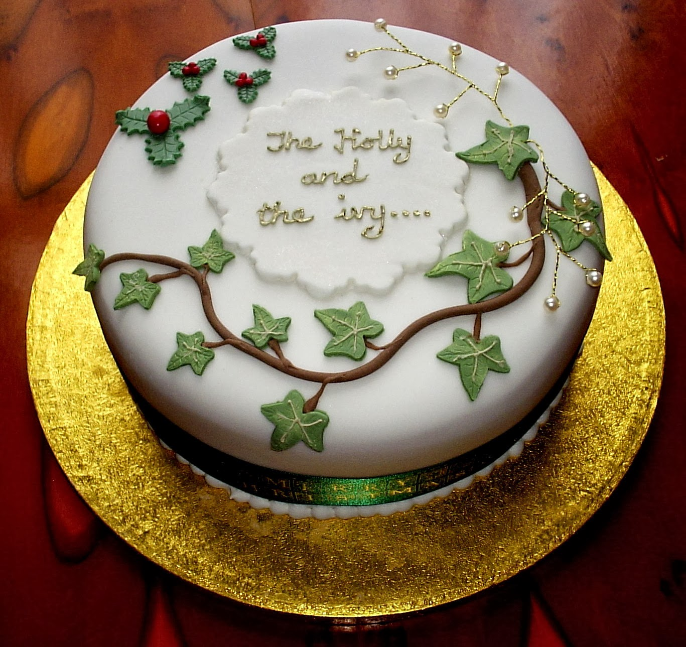Christmas Cake Decoration Holly : OutCakes: Holly and Ivy Christmas Cake