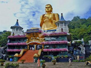 Gambar Kuil Emas (Golden Temple) di Srilanka