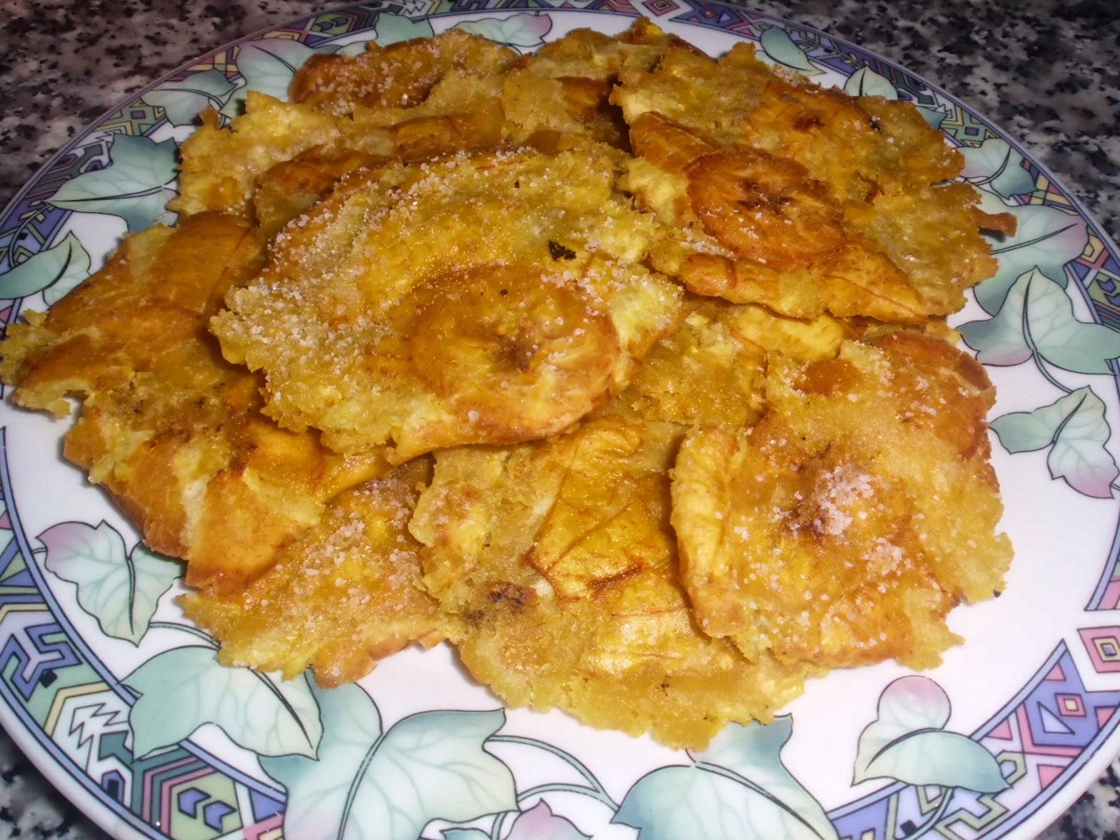 cocinando en casa platano macho frito o patacones