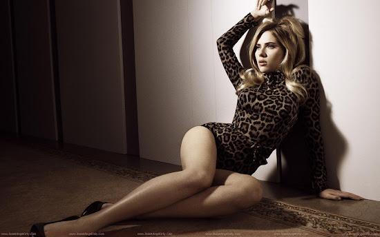 Scarlett_Johansson_in_lingerie
