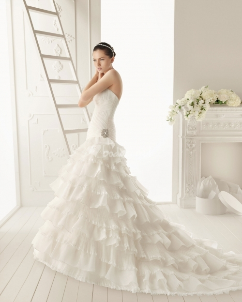 vestidos de novia con volantes - tu boda de ensueño