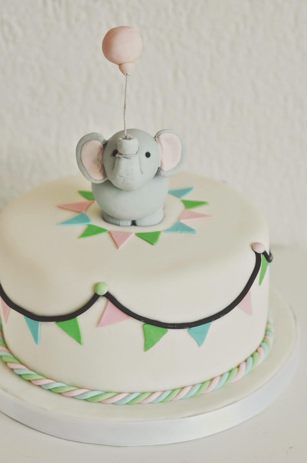 Elefanten Geburtstagkuchen Kindergeburtstag Fondant Zuckerpaste Sugarpaste Figure Modelling Torten dekorieren Kinder Children