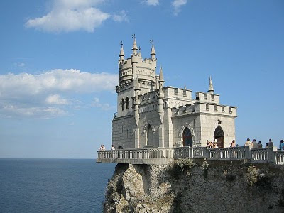 "Swallow Nest Castle: ""Castle of Love"" di Krimea, Ukraina"