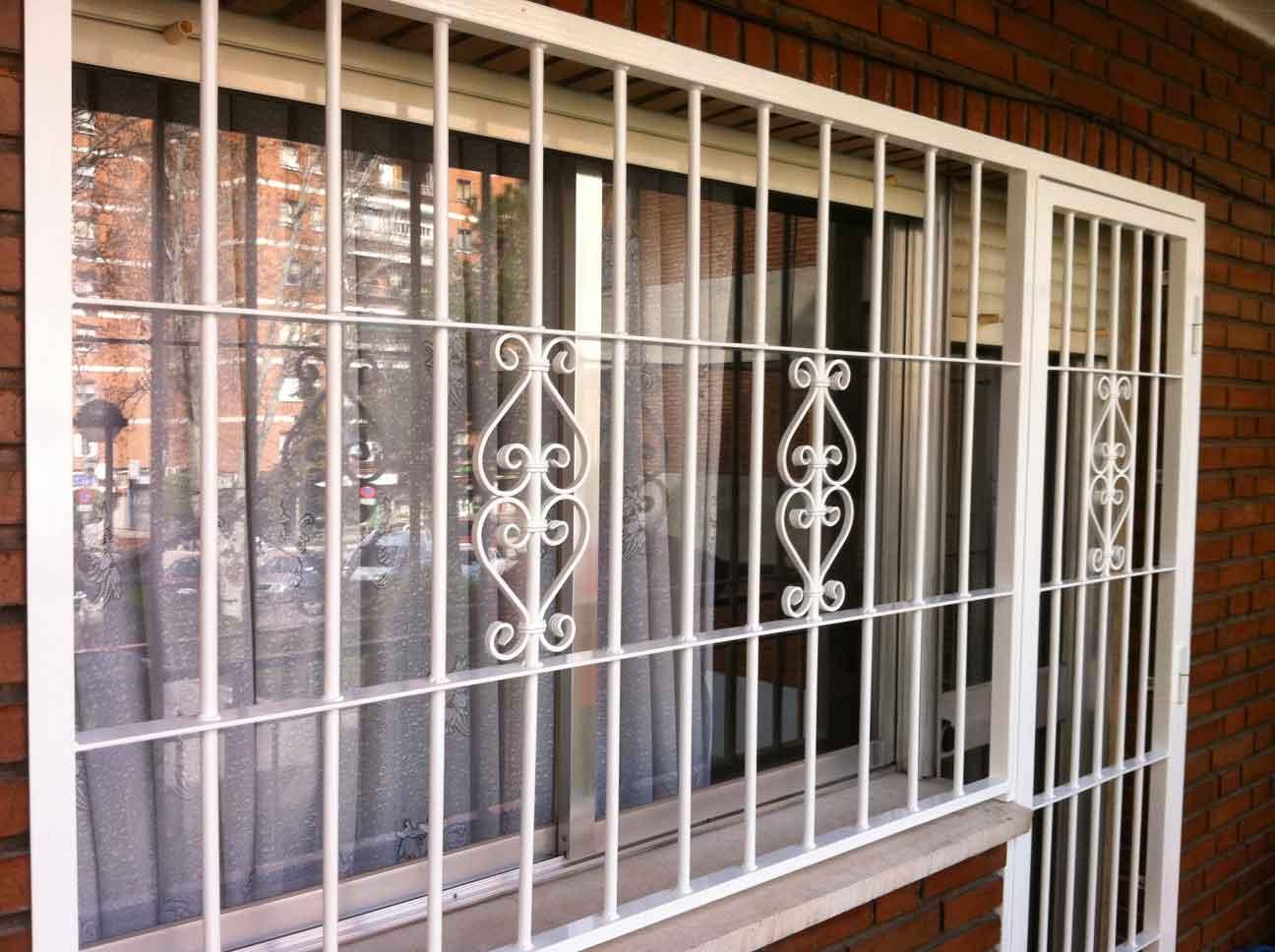 Puertas forjadas joyse rejas puetras y varandales for Rejas de hierro precios