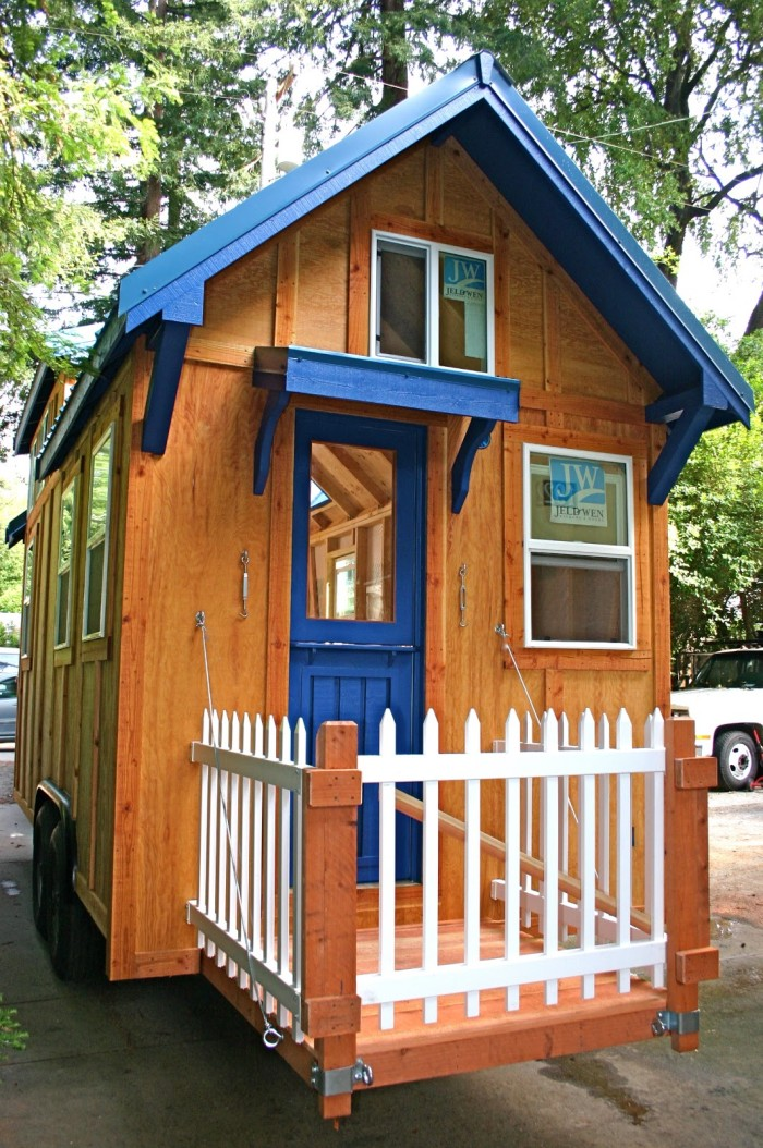 Lloyd s blog julie 39 s tiny home for Tiny house with porch