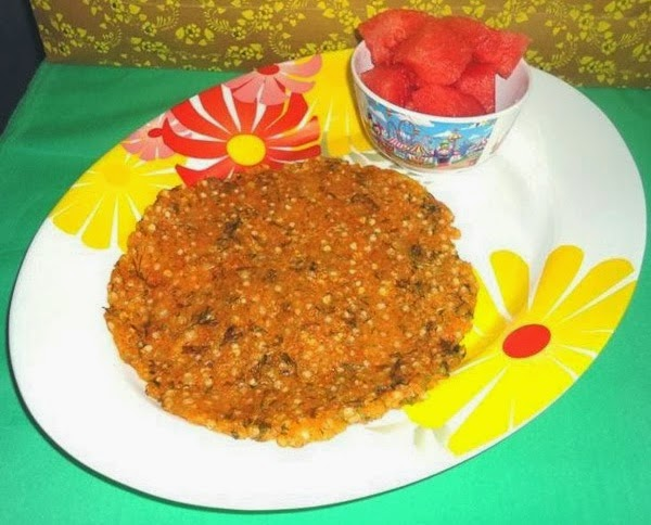 thalipeeth in a serving plate