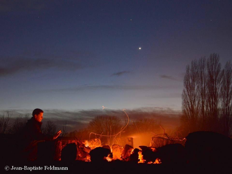 Hành tinh Kim (sáng hơn) cùng với hành tinh Hỏa trên bầu trời nước Pháp ngày 16 tháng 2 năm 2015 vừa qua. Tác giả : Jean-Baptiste Feldmann.