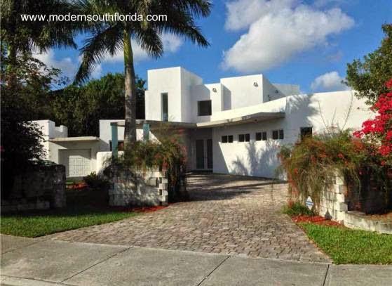 Casa residencial contemporánea de concreto en sur de La Florida 2005