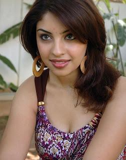 Tamil actress Richa Gangopadhyay bikini image