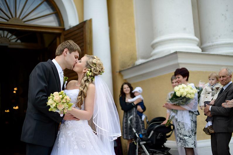bučinys per vestuves Kristaus Karaliaus katedroje