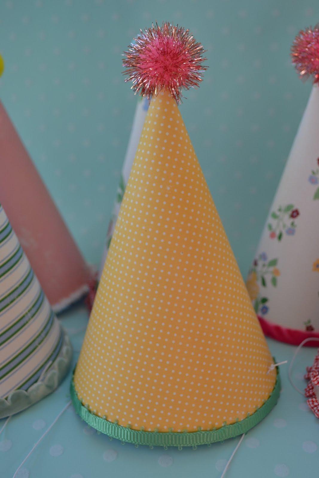 Как своими руками сделать колпачки на день рождения