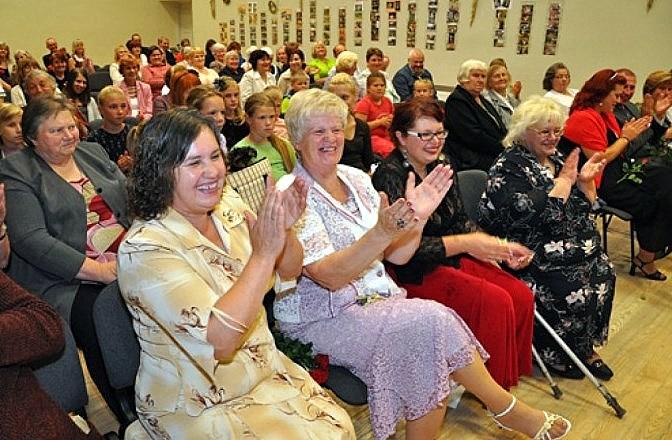 Valles pagasta pārvalde amatierteātra ļaudīm jubilejā uzdāvināja 60 latus