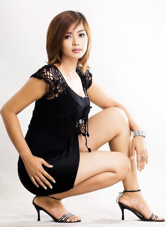 Myanmar Celebrity Sexy Model Nwe Nwe Tun 016