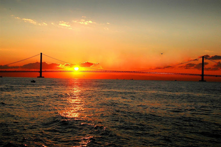 Akashi Kaikyo Bridge at sunset