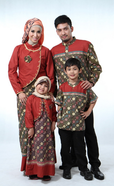 Model%2Bbaju%2Bbatik%2Bmuslim%2Bsarimbit%2Bkeluarga koleksi model baju muslim terbaru untuk keluarga info makkah,Model Baju Muslim 1 Keluarga