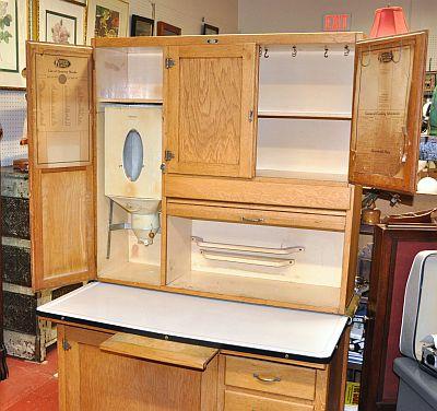 Antiques on kent sold knechtel kitchen kabinet for Small kitchen kabinet