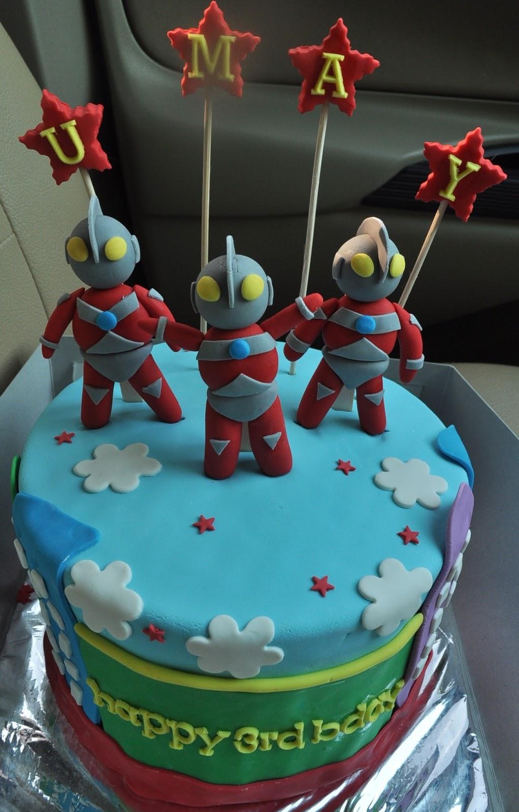 momatoye Ultraman Rainbow Cake