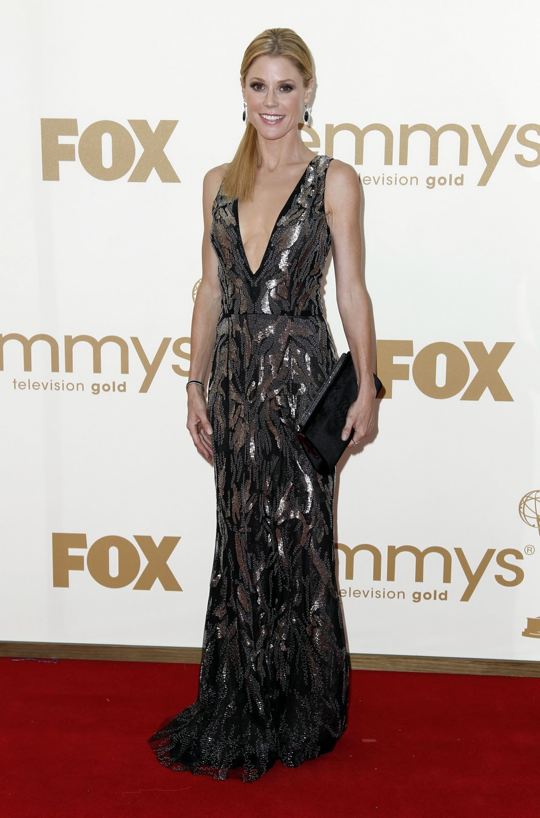 http://4.bp.blogspot.com/-9QkMleQgBsE/TneraTe4B4I/AAAAAAAABQ0/09QOn2Rhm30/s1600/CU-Julie+Bowen+arrives+at+the+63rd+Primetime+Emmy+Awards-01.jpg