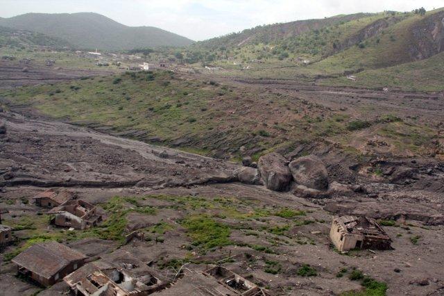 Casas en ruinas en la zona de exclusión en la isla de Montserrat