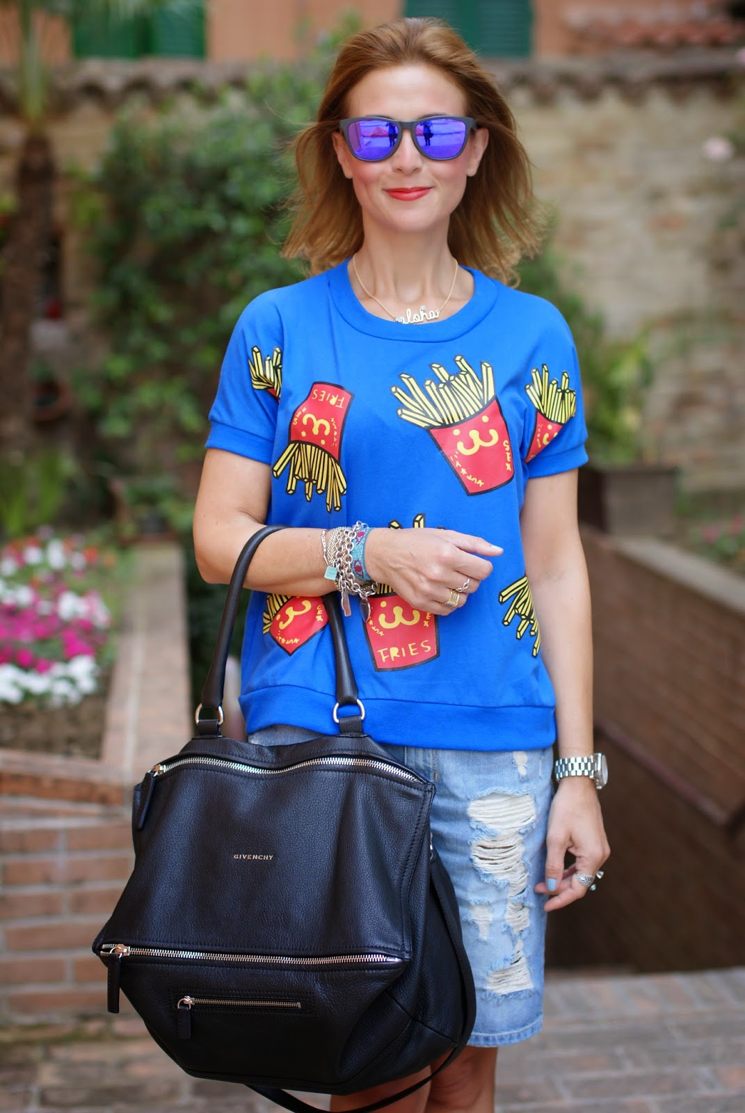Blackfive french fries print blouse, patatine fritte stampa, ripped shorts, Givenchy Pandora, Fashion and Cookies, fashion blogger