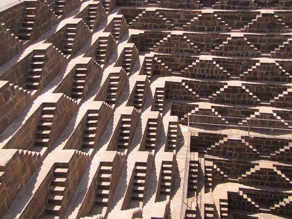 بئر الدرج، أعمق بئر مائي في العالم I2.jpg