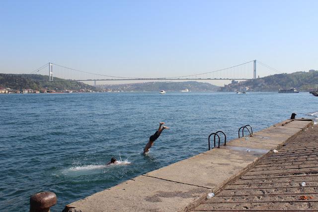 İstanbul Emirgan Denize Girenler