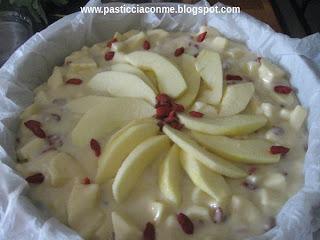 torta di mele e bacche di goji