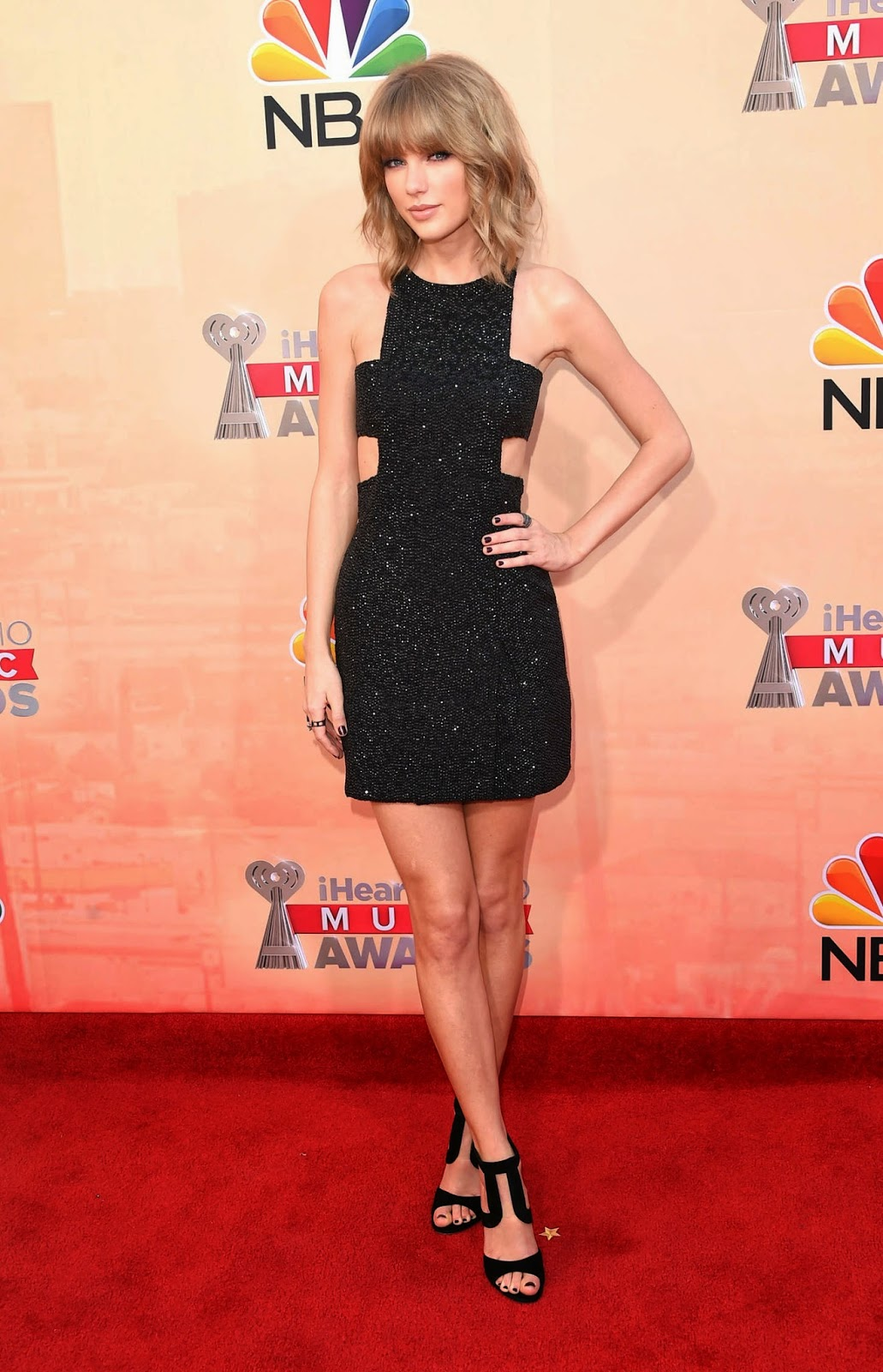 Taylor Swift goes sexy in a black mini dress at the 2015 iHeartRadio Music Awards in LA
