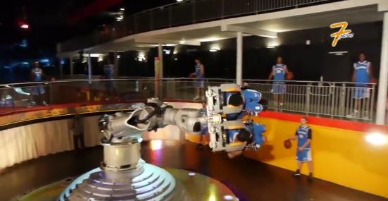 Le PB 86 s'entraîne avec les robots du Futuroscope