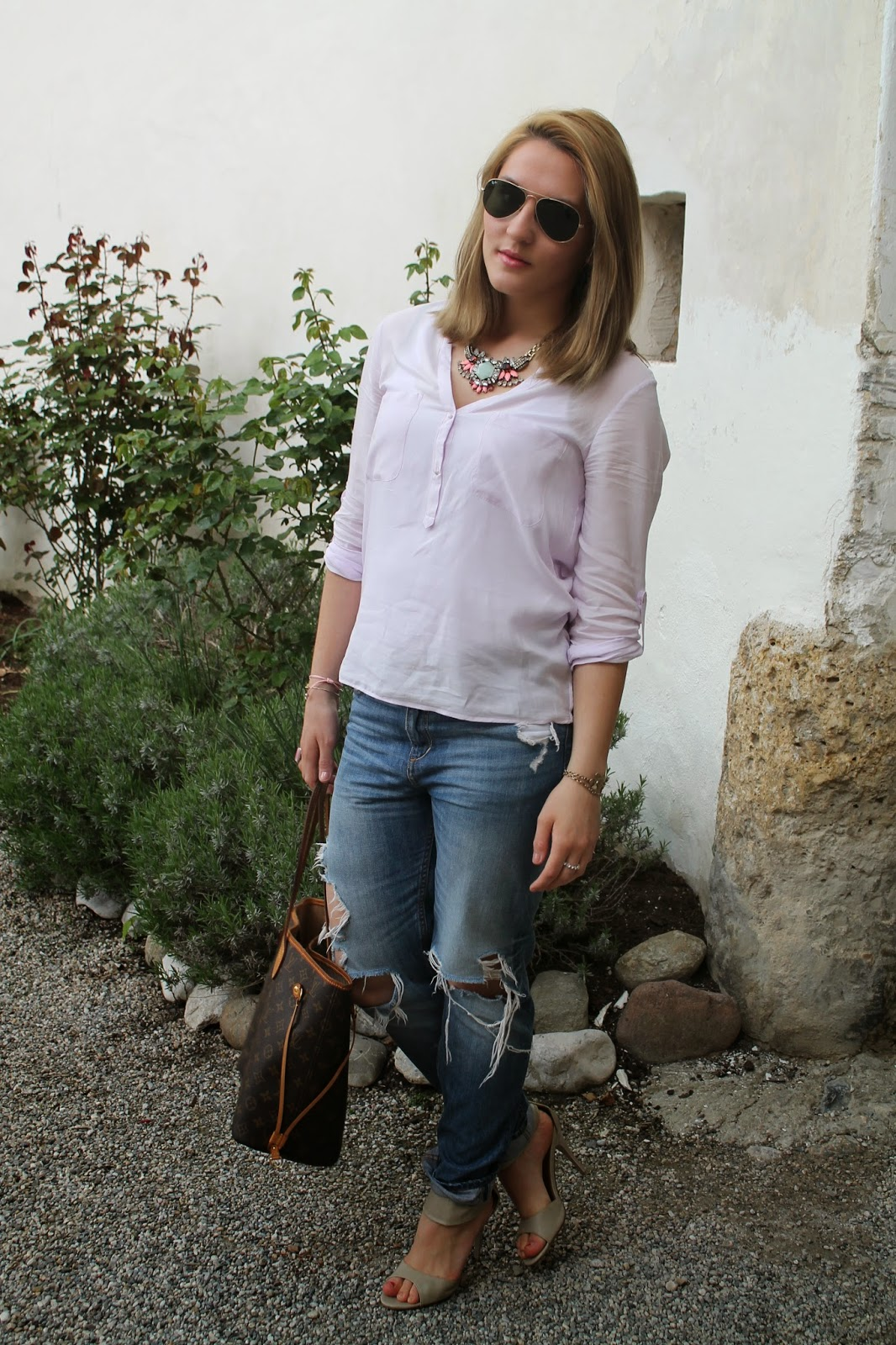 Fashionblogger Austria / Österreich / Deutsch / German / Kärnten / Carinthia / Klagenfurt / Köttmannsdorf / Spring / Look / Outfit / Streetstyle / Hollenburg / Boyfriend Jeans / Tunika / Blouse / Pastel / Flowers / Sandals / Neverfull / Louis Vuitton / Zara / Forever 18 / Stament Necklace / Forever 21 / H&M / Ray Ban / Rosental /