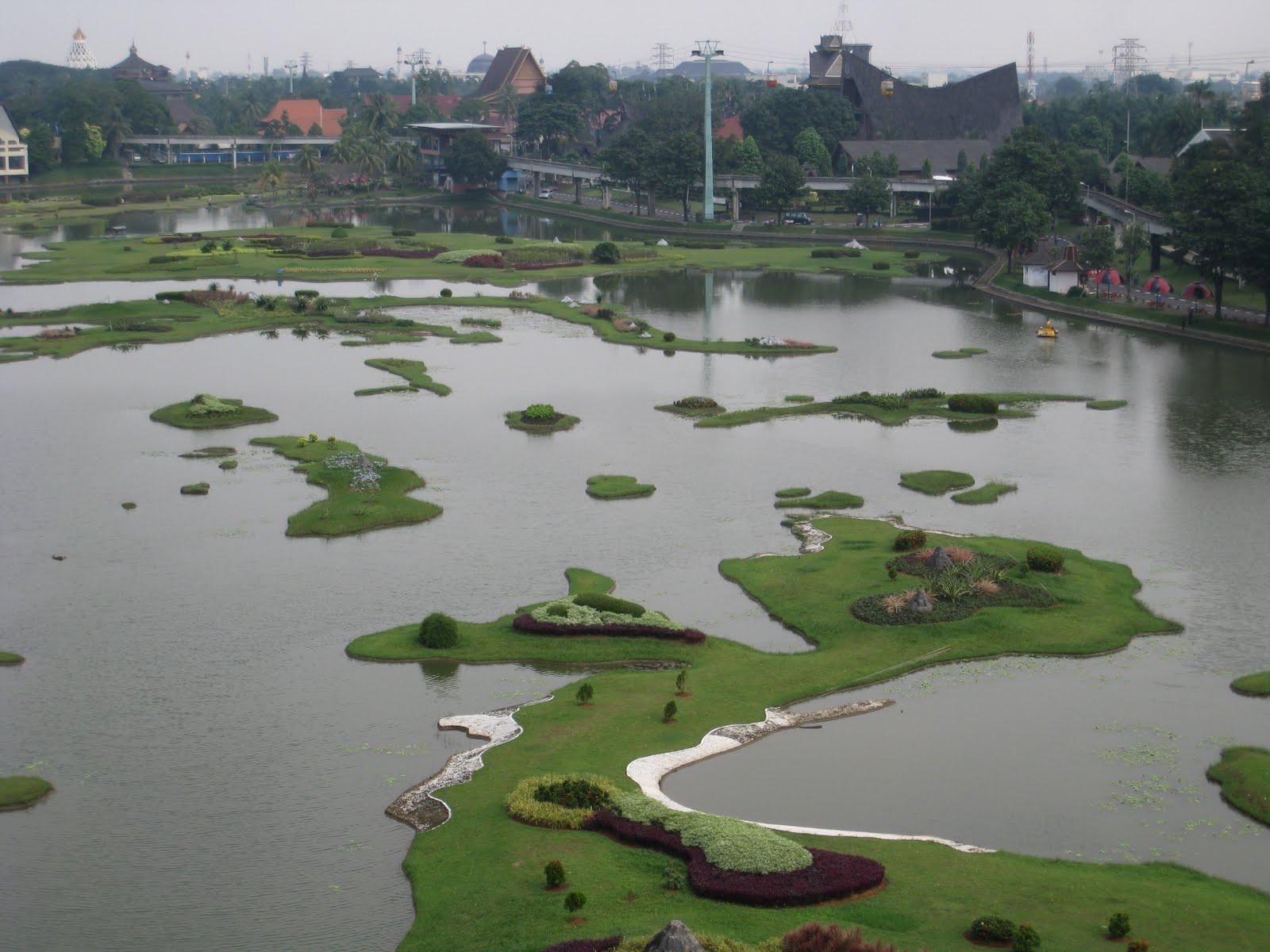 Indonesia_in_miniature%2C_Taman_Mini_Indonesia_Indah.jpg